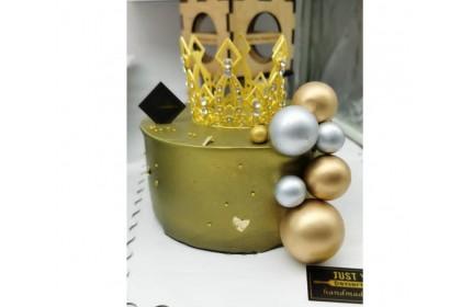Gold Crown Design Cake
